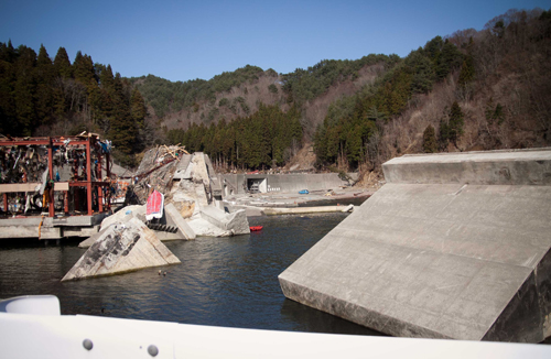 I visited the town where my cousin lived.  It is a small fishing village called Ryouishi Kamaishi. 釜石市・両石町を訪れました。