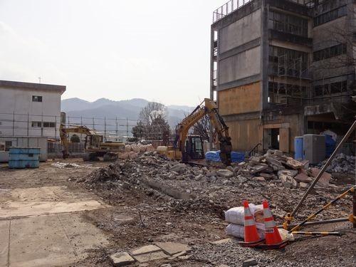 旧 釜石第一中学校校舎 解体進行中