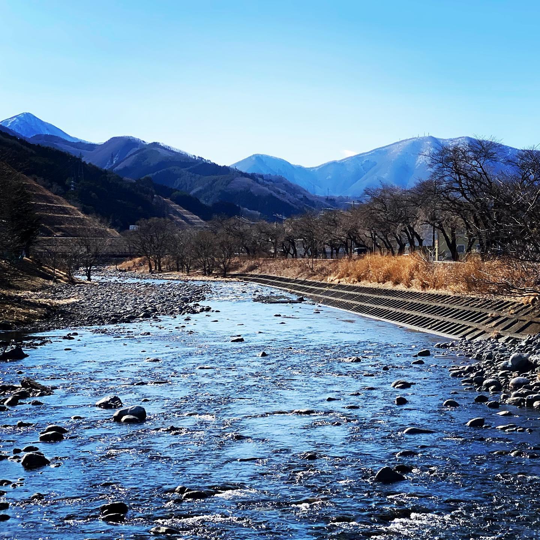 このへんに来るの久しぶりなので、今日の一枚は甲子川。